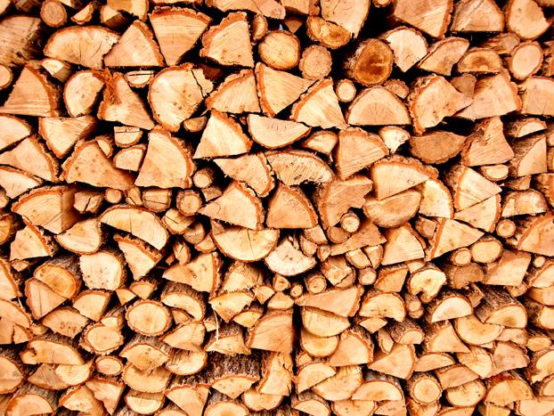 薪の保管。