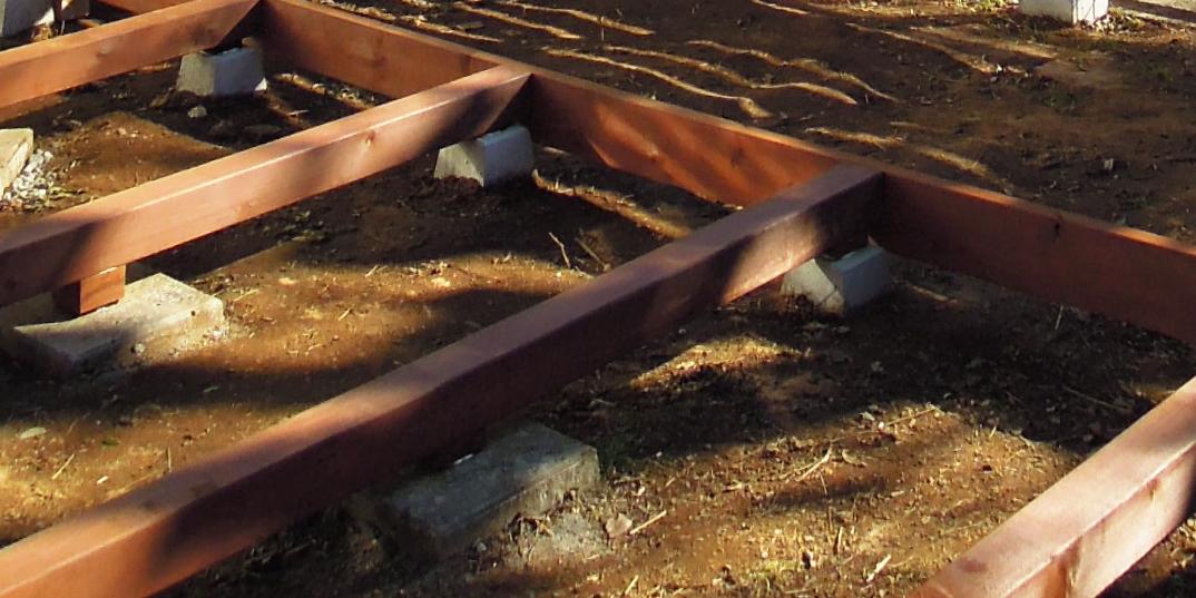 平板やコンクリート製基礎を使用